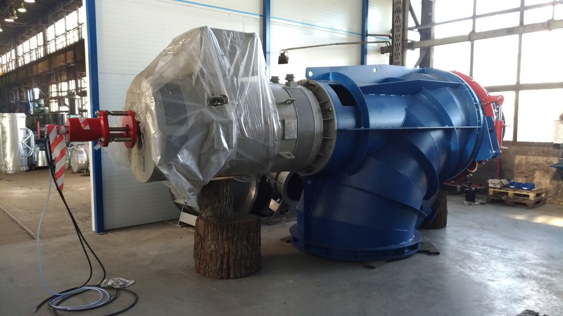 Dostawa turbiny dla elektrowni Venaria, Włochy
